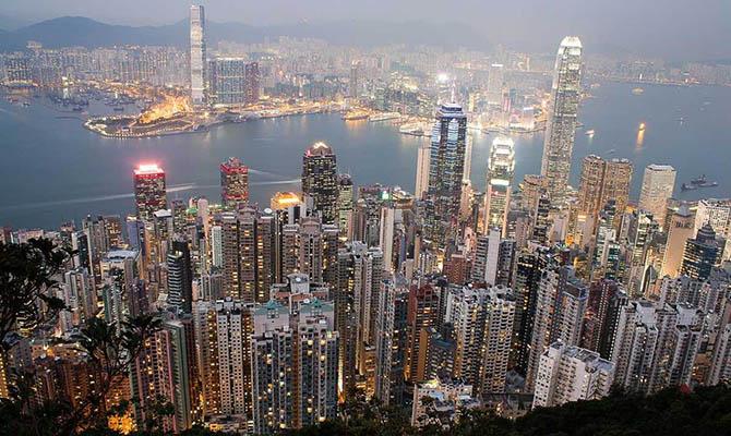 Жители Гонконга с июля начнут получать по $645 для стимулирования потребления
