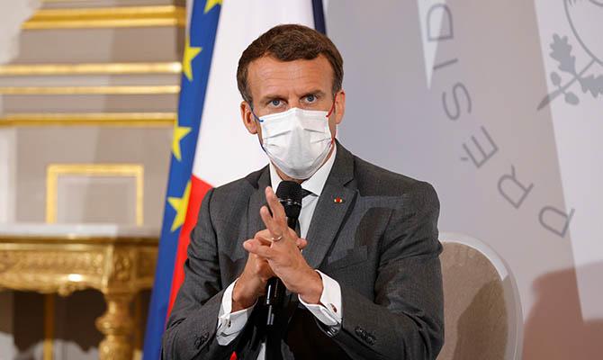 Ударивший Макрона француз уже получил тюремный срок
