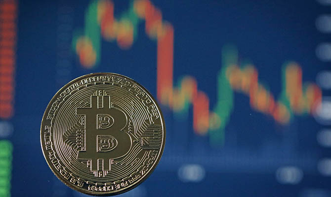 Курс биткоина вырос за сутки на 12%