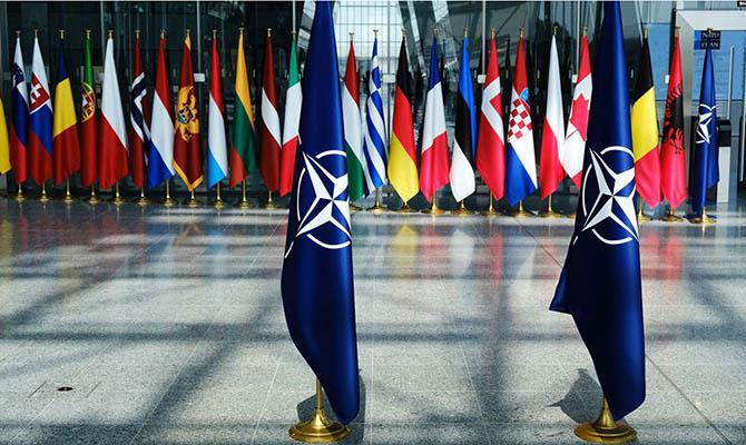 НАТО подтверждает обещание принять Украину, но снова без даты