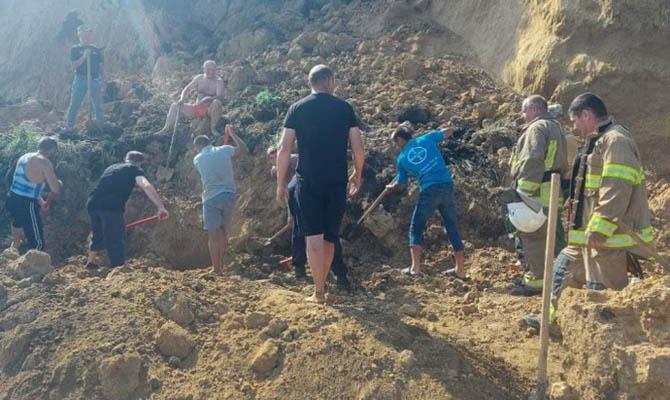 В Одесской области рядом с базой отдыха произошел оползень, спасатели ищут людей