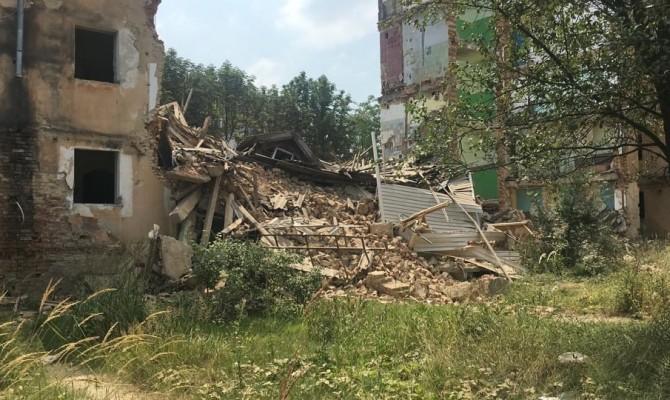 В Дрогобыче обрушился второй подъезд отселенного дома, где два года назад погибли 8 человек