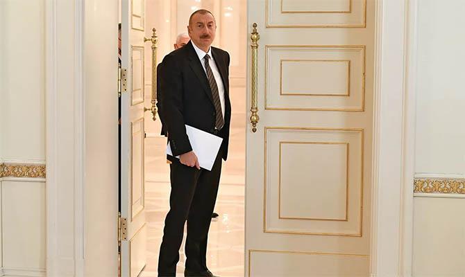 Президент Азербайджана Алиев летит к Путину