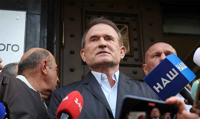 Медведчук: Власть опускается ниже плинтуса в давлении на суд, чтобы полностью подчинить его внешнему управлению
