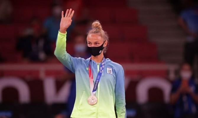 МОК разрешил спортсменам на 30 секунд снимать маски во время награждения