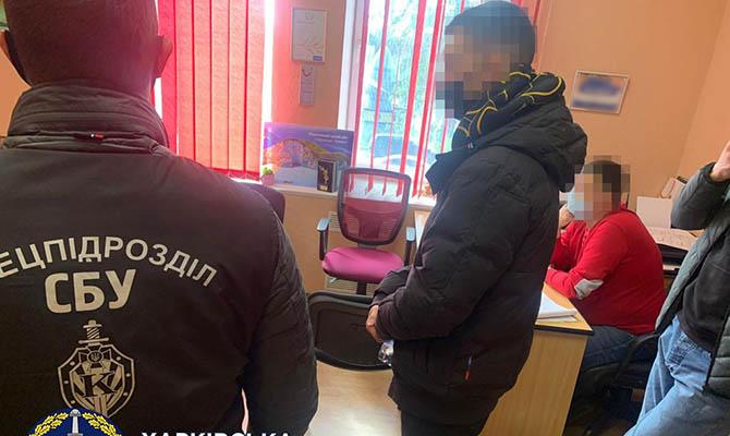 СБУ разоблачила работников турагентства и медлаборатории, продававших поддельные ПЦР-тесты